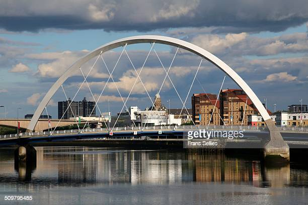 squinty bridge over the river clyde, glasgow - frans sellies stockfoto's en -beelden