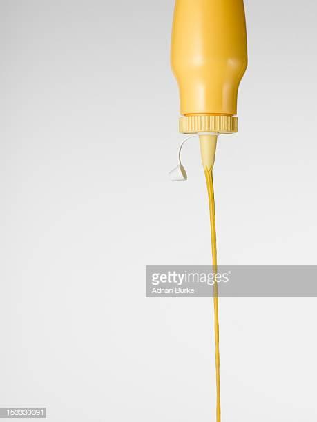 squirting mustard - squirt foto e immagini stock