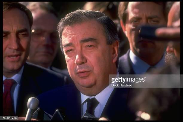 Sr. Soviet official Yevgeny M. Primakov w. Press after mtg. W. Pres. Bush on gulf crisis .
