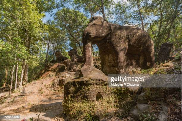srah damrie at phnom kulen, elephant statue in the jungle, siem reap, cambodia - angkor stock photos and pictures
