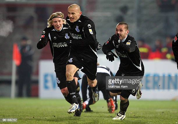 Srdjan Baljak of Duisburg jubilates with team mates after scoring the first goal during the Second Bundesliga match between FC Energie Cottbus and...