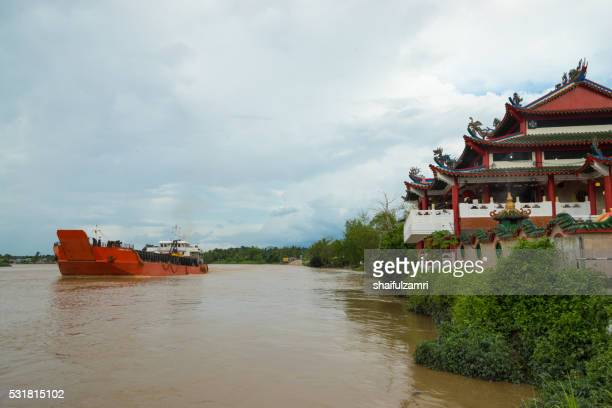 sri aman chinese temple near to batang lupar river in sarawak, malaysia. - shaifulzamri stock pictures, royalty-free photos & images