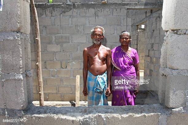 Sri Lanka, Batticaloa: Resettlement of war-expelled Tamilen in 2006 because of the bombardment by government troops her houses leave musten. With the...