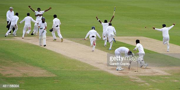 Sri Lanka celebrate taking the final wicket of James Anderson of England to win the 2nd Investec Test match between England and Sri Lanka at...