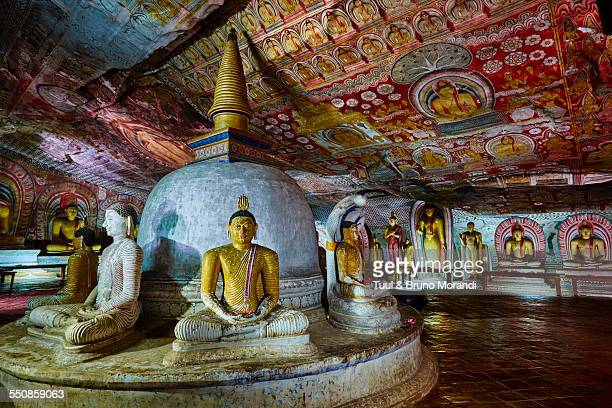 sri lanka, dambulla, cave temple - stupa stock pictures, royalty-free photos & images