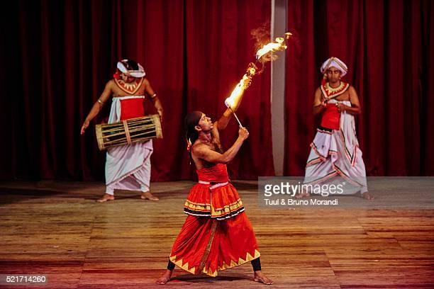 sri lanka, kandy, kandyan danse show - kandyan dancer stock pictures, royalty-free photos & images