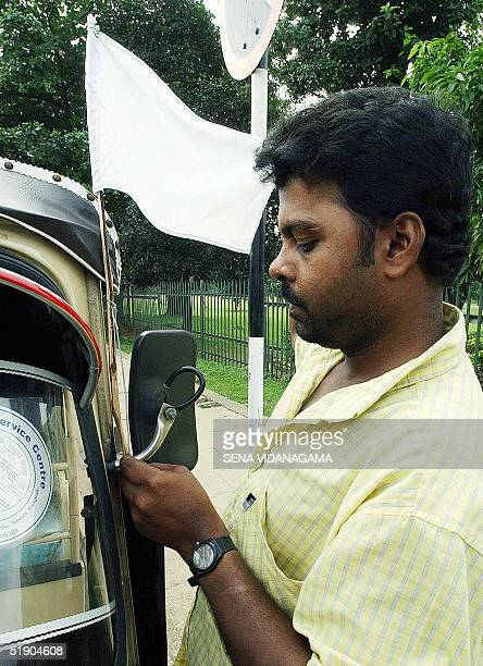 Sri Lankan auto rickshaw driver sets up a white flag of mourning on his vehicle in Colombo 31 December 2004 a day of national mourning after a...