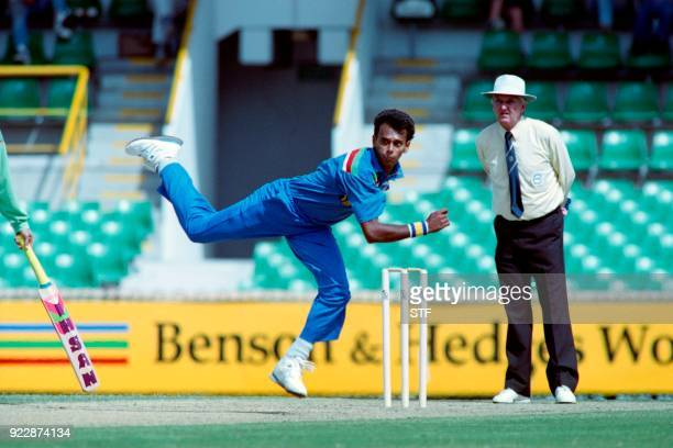Sri Lankan batsman Kapila Wijegunawardene bowls during the World Cup Cricket match between Pakistan and Sri Lanka on March 15 1992 in Melbourne / AFP...