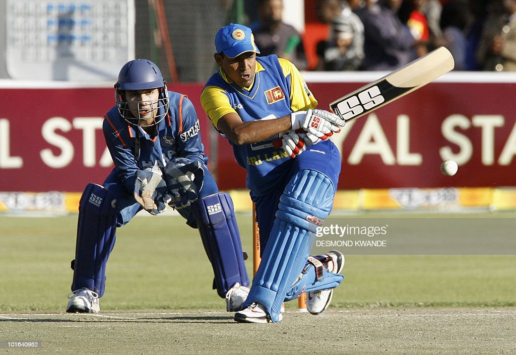 Sri Lankan batsman Thilan Samaraweera (R) takes a shot in front of Indian wicket keeper Naman Ojha at Harare Sports Club on June 5, 2010 in the fifth match of the Micromax Cup Triangular One-Day Sri lanka won by 6 wickets to book a place in the finals. AFP PHOTO / Desmond Kwande