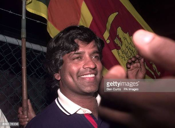 Sri Lankan Captain Arjuna Ranatunga mobbed by fans leaves his disciplinary hearing in Perth after receiving a suspended sentence and a fine