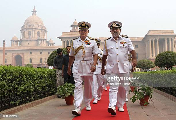 Sri Lankan Commander of the Navy Vice Admiral Thisara Samarasinghe with Navy Chief Nirmal Verma during the guard of honour at South Block on October...
