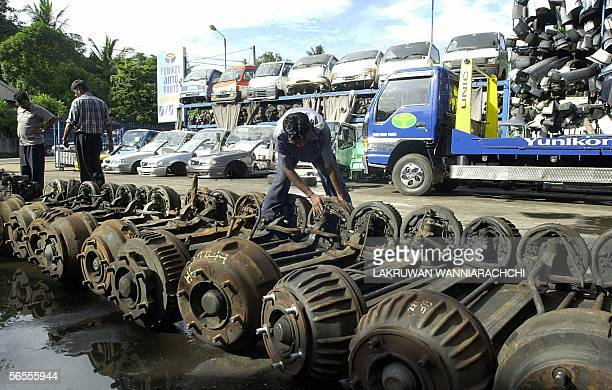 Sri Lankan customer checks out used auto spares at the Yunikon International used car spare parts store 07 January 2006 in the northwestern Sri...