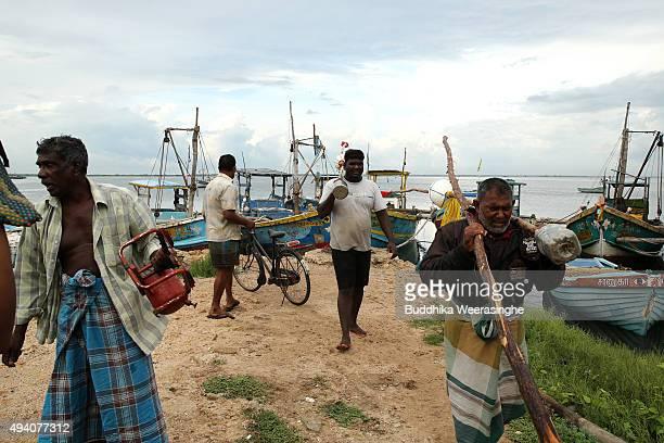 Sri Lankan ethnic Tamil fishermen leave at Gurunagar fishing port on October 24 2015 in Jaffna Sri Lanka Sri Lankan Prime Minister Ranil...