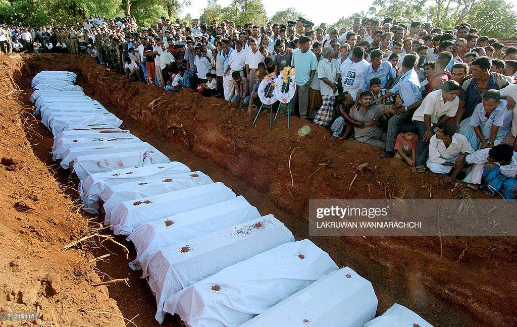Sri Lankan mourners bury coffins for 61 : News Photo