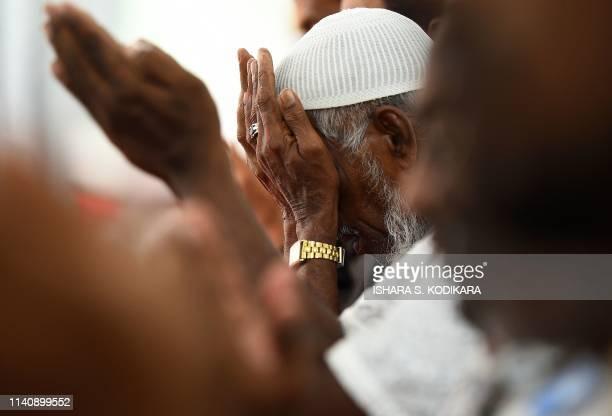 Sri Lankan Muslim men pray at the Maligawatta Jumma Mosque during Friday noon prayers in Colombo on May 3, 2019. - Islamist extremists in Sri Lanka...