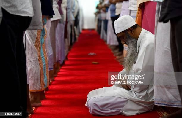 TOPSHOT Sri Lankan Muslim men pray at the Maligawatta Jumma Mosque during Friday noon prayers in Colombo on May 3 2019 Islamist extremists in Sri...