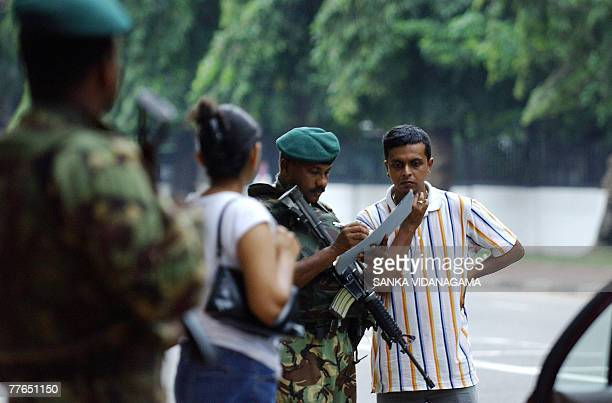 Sri Lankan police Special Task Force commandos conduct an emergency search operation in the capital Colombo 02 November 2007 as security was stepped...