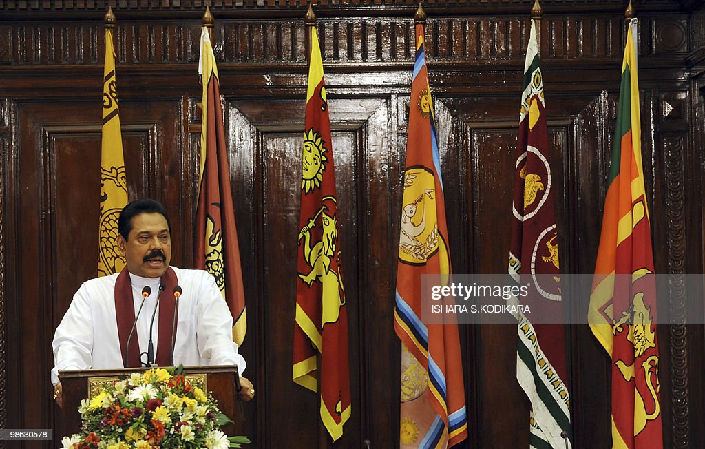 Sri Lankan President Mahinda Rajapakse addresses new cabinet ministers during a ceremony in Colombo on April 23, 2010. Sri Lanka's new Cabinet was sworn in by Sri Lankan President Mahinda Rajapakse folowing his parliamentary election win on April 8. AFP PHOTO/ Ishara S