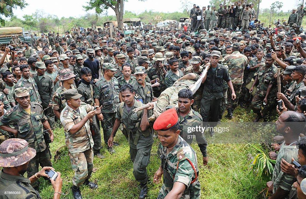 CORRECTING SOURCE Sri Lankan soldiers ca : News Photo