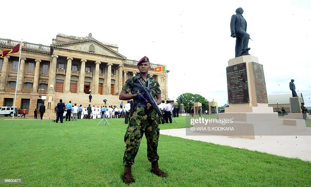 A Sri Lankan special forces commando stands guard outside the parliament in Colombo on April 23, 2010. Sri Lanka's new Cabinet was sworn in by Sri Lankan President Mahinda Rajapakse folowing his parliamentary election win on April 8. AFP PHOTO/ Ishara S