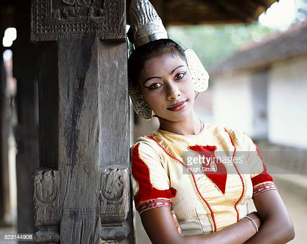 sri lankan woman in traditional clothing - hugh sitton stock pictures, royalty-free photos & images