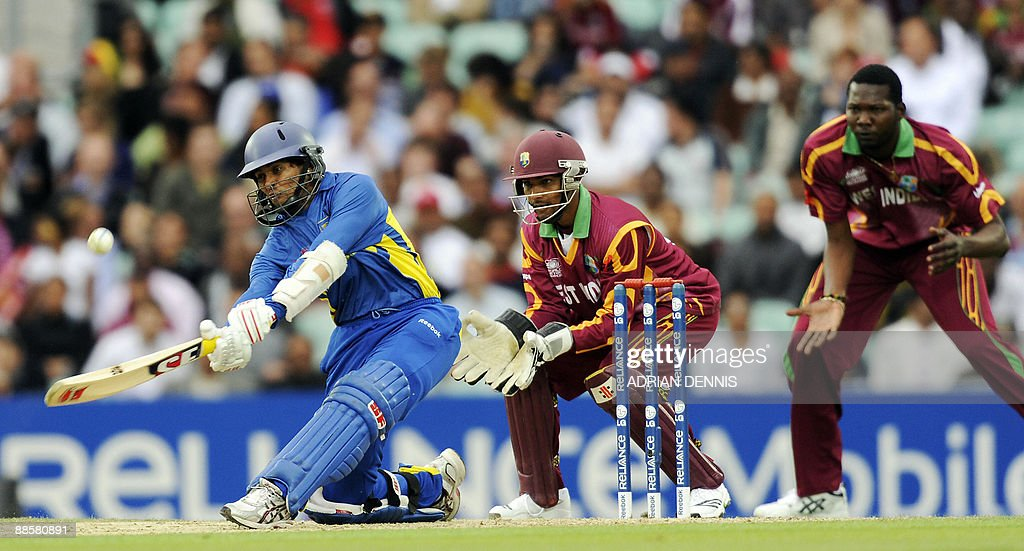 Sri Lanka's Dilshan (L) hits the ball fo : News Photo