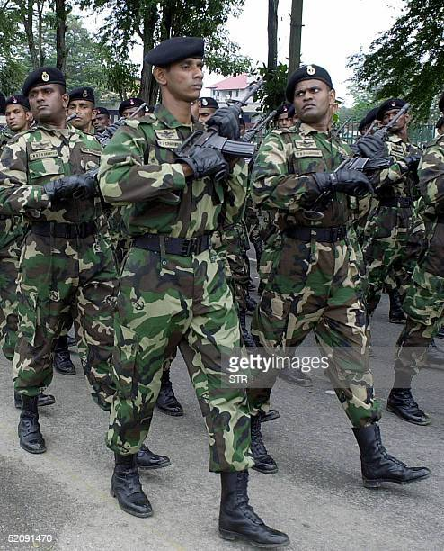 Sri Lanka's elite police commandos rehearse in Colombo 01 February 2005 for a parade 04 February to mark the country's 57th anniversary of...