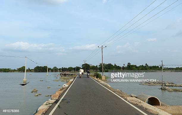 SriLankamilitaryconflictFOCUS In this photograph taken on May 13 Sri Lankan motorists use the rebuilt Wadduwakkal Causeway in the area where the body...