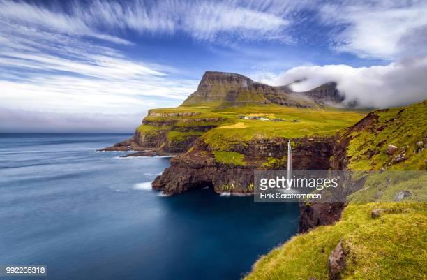 sørvágur,faroe islands - ilhas faeroe - fotografias e filmes do acervo