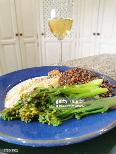 sésame fish with broccoli and puy lentils - catfish stock pictures, royalty-free photos & images