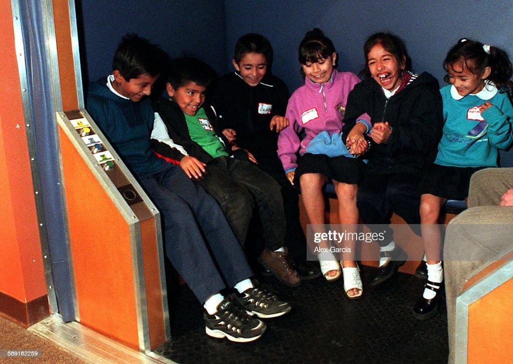 SS.science.shaking.1207.AAG––Wilson Elementary School students (L–R) Gustavo Jimenez, Isaias Parra,  : News Photo