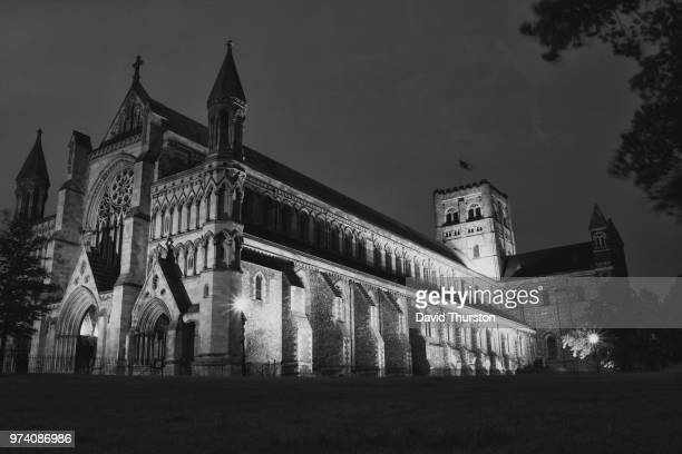 st. albans abbey black & white - st. albans stock pictures, royalty-free photos & images