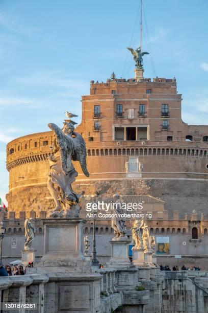 st. angelo bridge (ponte sant'angelo) and castel sant'angelo, unesco world heritage site, rome, lazio, italy, europe - alan copson stock pictures, royalty-free photos & images
