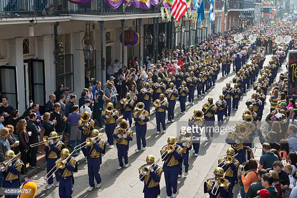 st. augustine high school marching band at mardi gras in new orleans - parade stock pictures, royalty-free photos & images