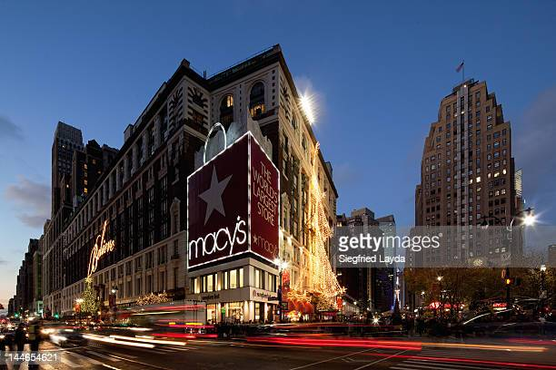 34 St, Broadway and Macy's at christmas