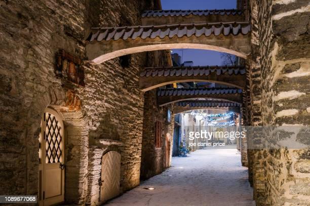 st. catherine's passage, tallinn, estonia - tallinn stock pictures, royalty-free photos & images