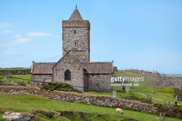 st. clement's church at rodel, isle of harris, scotland - islas de gran bretaña fotografías e imágenes de stock