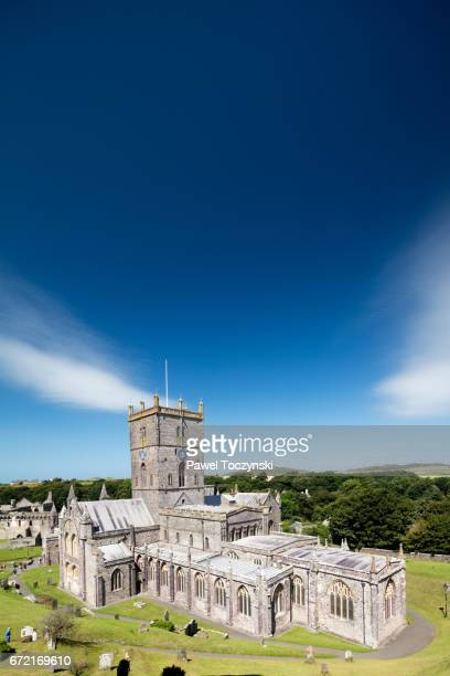 st david's cathedral, st davids, pembrokeshire, wales, united kingom - st davids day stock pictures, royalty-free photos & images