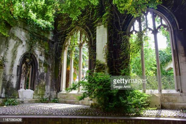 st dunstan-in-the-east church arch - sergio amiti stock pictures, royalty-free photos & images