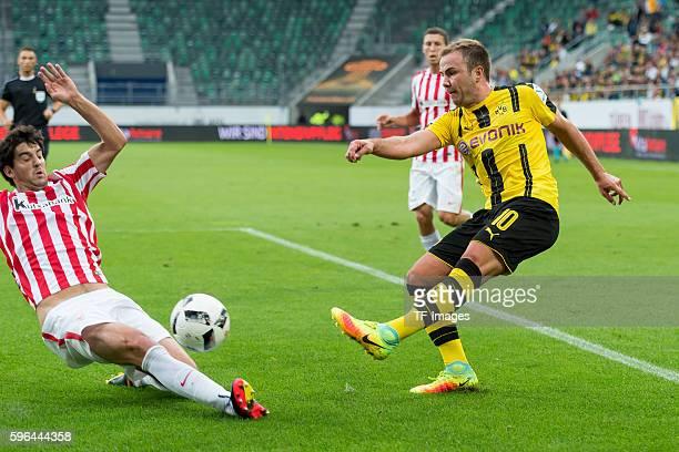 St. Gallen, Schweiz , Testspiel Athletic Bilbao - BV Borussia Dortmund, BVB, Mikel San Jose gegen Mario Goetze