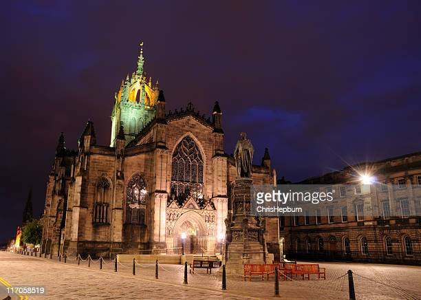 st. giles cathedral at night, edinburgh - st. giles cathedral stock pictures, royalty-free photos & images
