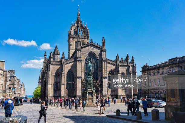 st giles cathedral in royal mile, central edinburgh, scotland, uk - royal cathedral stock pictures, royalty-free photos & images