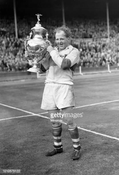 St Helens 13-2 Halifax, Rugby League Challenge Cup Final match, Wembley Stadium, London, Saturday 28th April 1956, Saints Captain Alan Prescott...