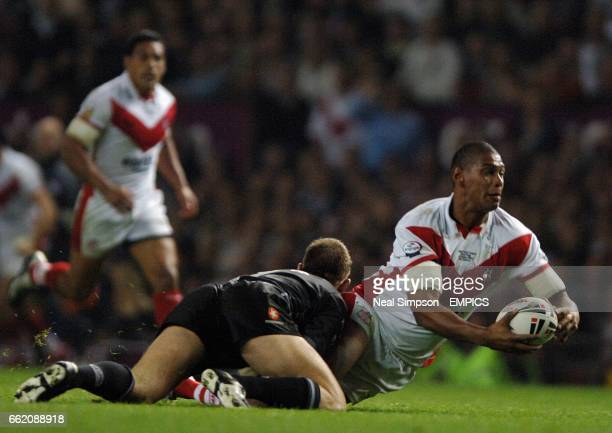 St Helens' Leon Pryce is tackled by Hull FC's Richard Horne