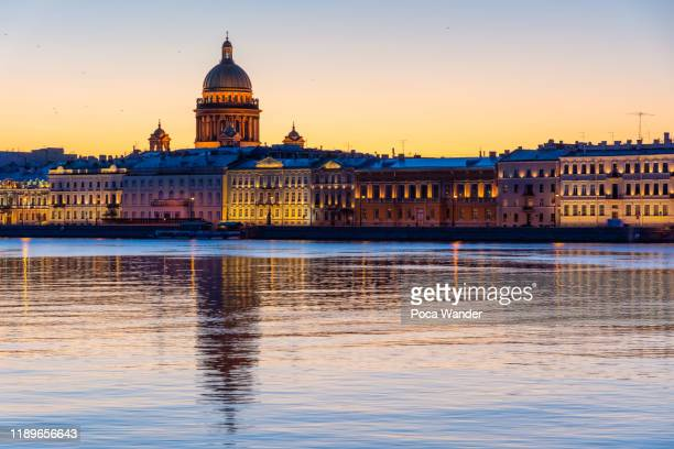 st. isaac's cathedral and neva river at st. petersburg - san pietroburgo russia foto e immagini stock