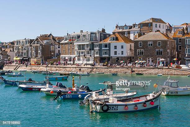 st ives harbour and quayside on the coast of cornwall - st. ives cornwall stock pictures, royalty-free photos & images
