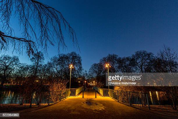 st james park, london, at dusk - christine wehrmeier stock pictures, royalty-free photos & images