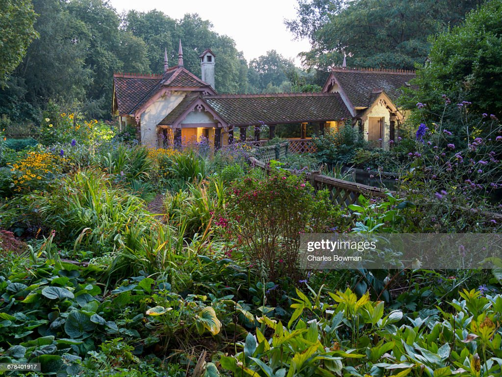 St. Jamess Park lake with Swiss Chalet (Duck Island Cottage), London, England, United Kingdom, Europe  : Stock Photo