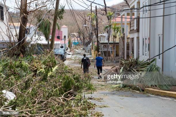 st john, orkaan irma vernietiging op weg - orkaan irma 2017 stockfoto's en -beelden