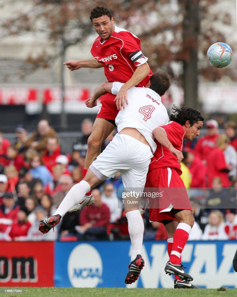 NCAA Men's Soccer - Championship - Maryland vs St Johns - November 27, 2005 : News Photo